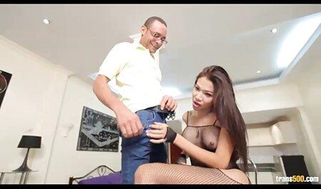 Dünne asiatische Schlampe wird von einem großen Schwanz in den Arsch gespielt und gefickt deutsche retro sexfilme