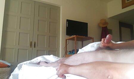 Blonde Schlampe in Netzstrümpfen spielt mit deutsche pornofilme gratis ihrer Muschi beim Schwanzlutschen