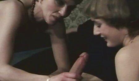 Sie genießt deutsche pornofilme kostenlos anschauen zwei Schwänze von beiden Seiten